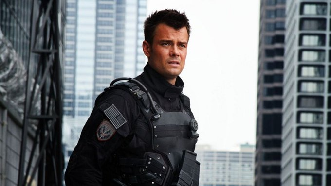 Happy birthday Josh Duhamel! 45 never looked so good.