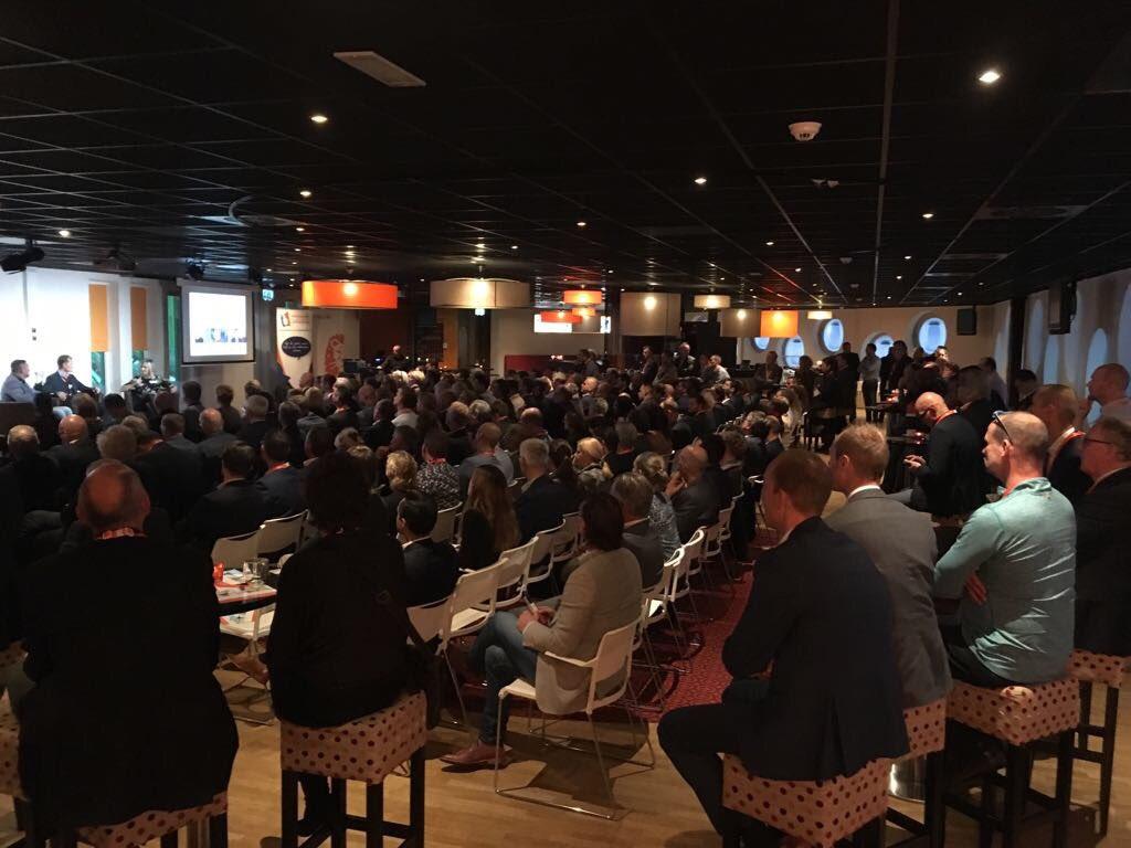Volle Skylounge Groningen Airport Eelde in het Noordlease Stadion voor congres 'Scoren door coaching, ondernemen is topsport' van ING, VNO-NCW Noord en FC Groningen. https://t.co/XZide2nPVq