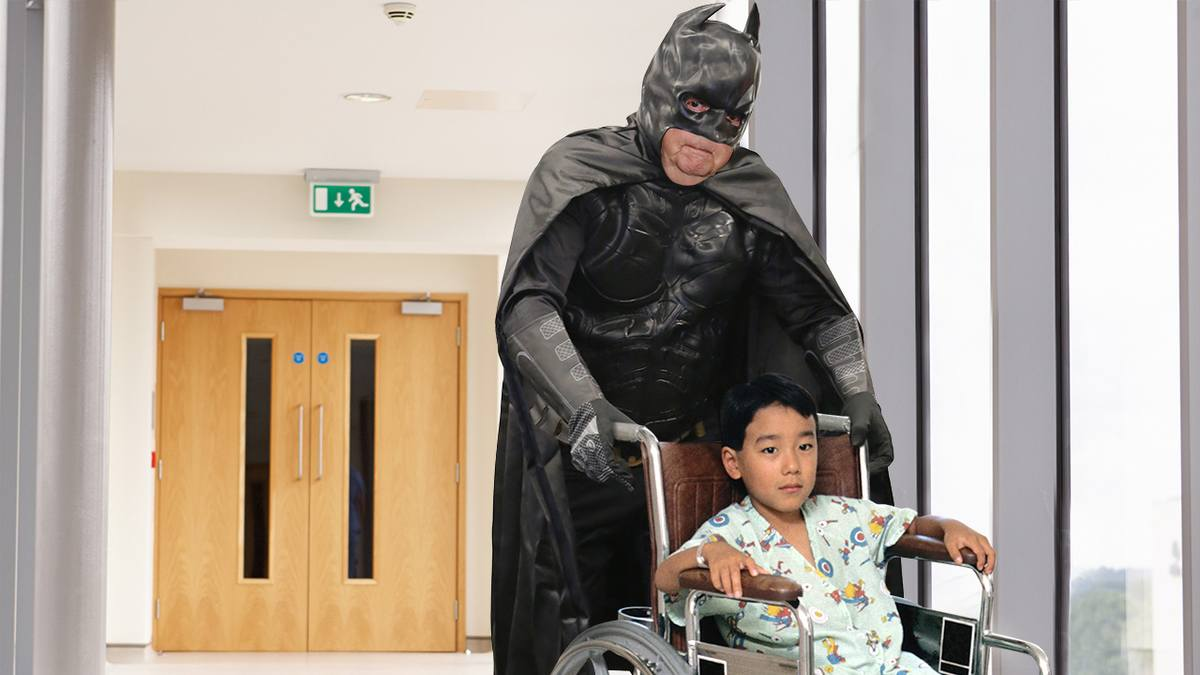 Beautiful! When This 7-Year-Old Boy Could No Longer Afford Treatment For His Brain Tumor, Mitch McConnell Dressed Up As Batman And Wheeled Him Out Of The Hospital clckhl.co/DBR0W67