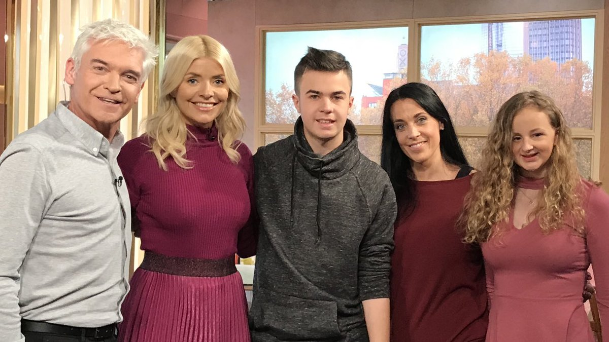 The best day! @thismorning with @hollywills @Schofe getting to talk about my @friendfinder10 prom. Thank you so much #prom #ThisMorning<br>http://pic.twitter.com/KT18HpMZqi
