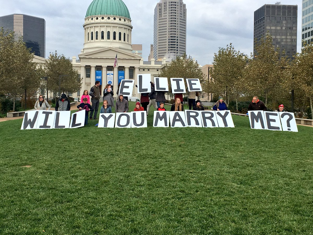 Ellie, if you're on Twitter... your boyfriend has a question for you!!! You'll see it when you get to the top of the @GatewayArchSTL!! @KMOV #Proposal <br>http://pic.twitter.com/FeLS5zoCjs