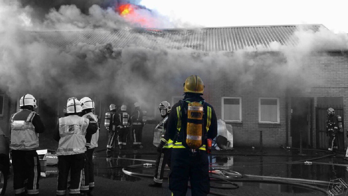 It&#39;s #WorldDiabetesDay today. Did you know you can join the Fire Service as a diabetic? We have the first successful firefighter recruited with preexisting diabetes by @LondonFire stationed at #Tottenham, it doesn&#39;t stop him!! Photo by @PaulWood1961<br>http://pic.twitter.com/DgKYoWQ0zP