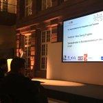 Hans-Georg Engelke, Staatssekretär im @BMI_Bund, hält die Festrede zum 10. #Hauptstadtpreis für #Integration und #Toleranz und betont die humanitäre Verantwortung die wir für #Geflüchtete haben. Dafür stehen auch wir - deswegen sind wir dieses Jahr einer der Preisträger.
