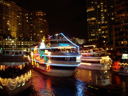 @VISITFLORIDA A3. Boat parades! ⛵ We love watching scores of decked up boats out on water! #FLTravelChat https://t.co/RpdRJHm3X6