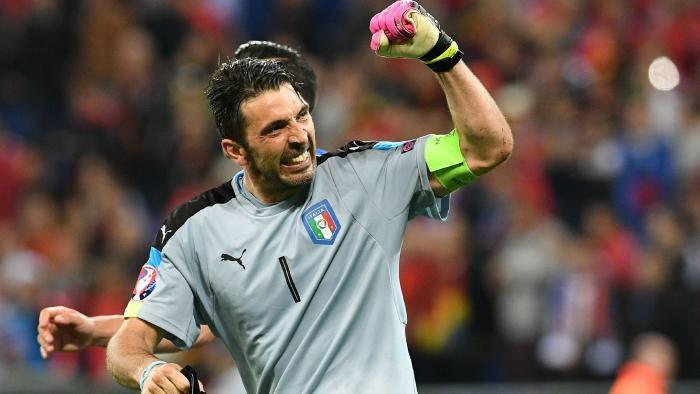 Grazie Mille @gianluigibuffon! What a legend  #Buffon #Respect #Captain<br>http://pic.twitter.com/CuXVCsBahr