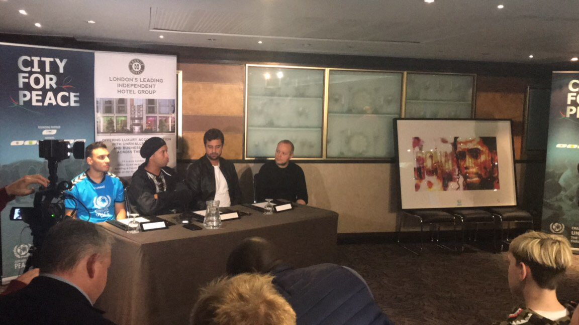And look at my hubby @LincolnTownley & @10Ronaldinho at the press launch for @FfP_Global ⚽️❤️ https://t.co/zOmZzD0wDA