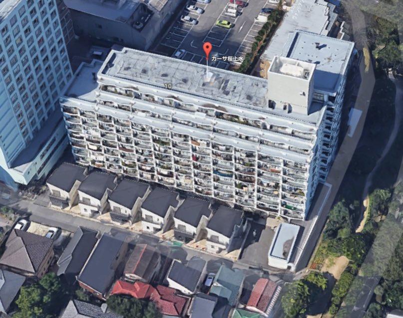 【カーサ桜上水と戸建群】 競売で売りにでたマンションの駐車場。それを拾ったグローバル社が戸建を分譲し…