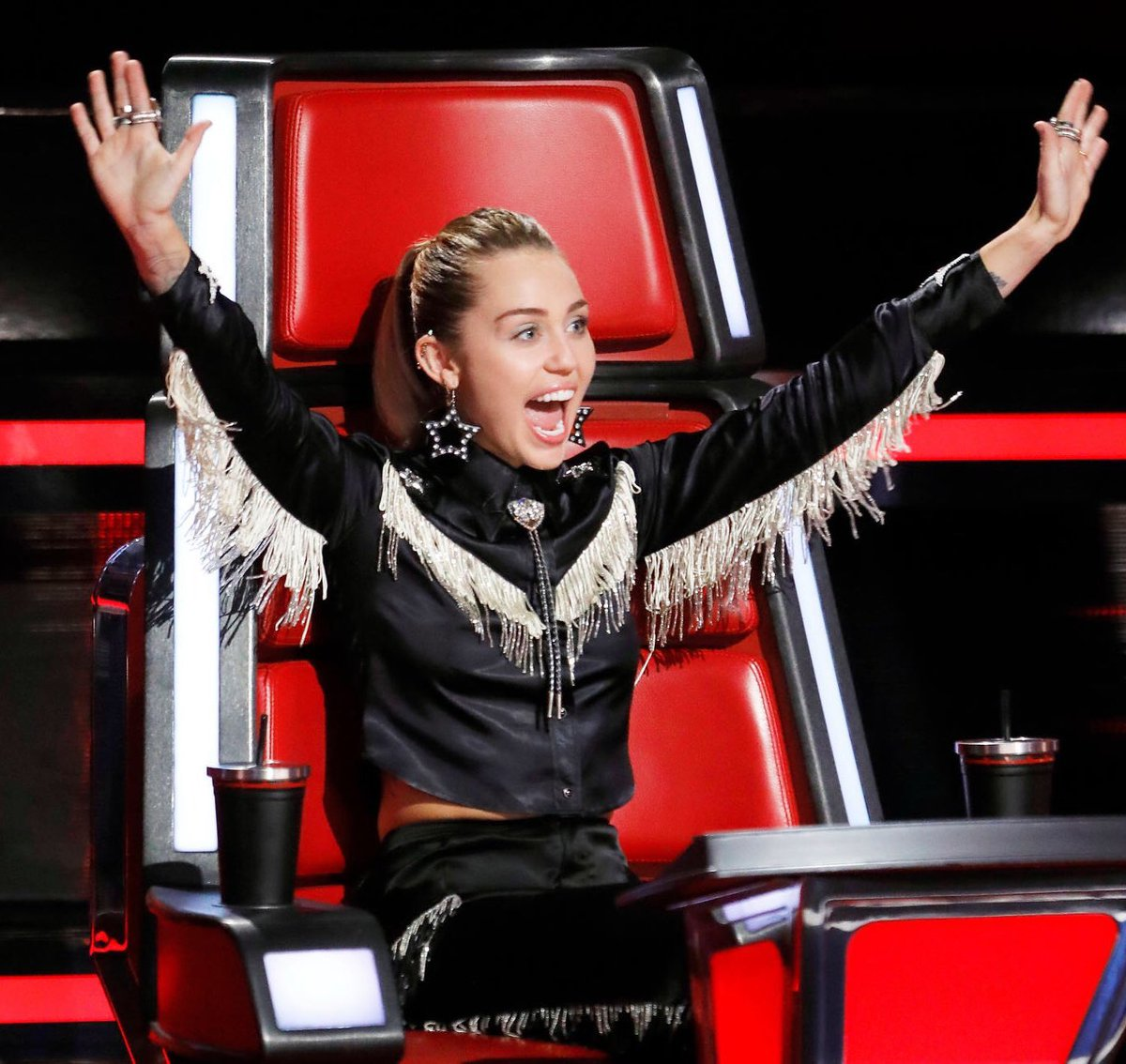 When you remember @nbcthevoice is on tonight and tomorrow! ❤️ #TeamMiley https://t.co/36CgVFhgqs