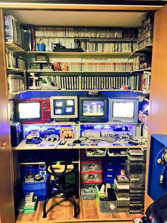 夢の空間すぎる  クローゼット内がゲームの秘密基地 歴代ハードがずらり、ゲーマーの桃源郷すぎる部屋が…