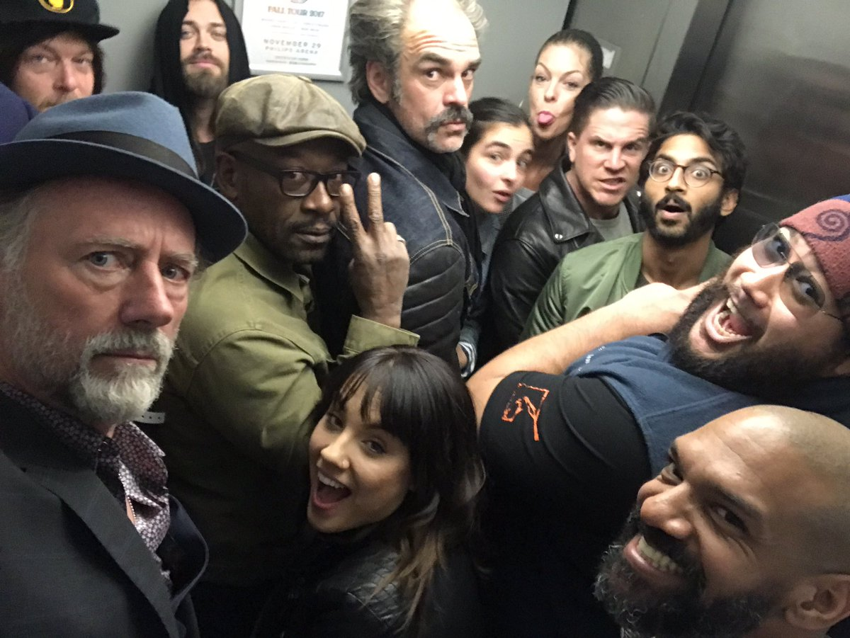 Wrapped my work up for #season8 @TheWalkingDead what an amazing bunch of people (rest of cast&amp;crew included!) <br>http://pic.twitter.com/4kBNoeYHeE