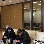 まもなくJ-WAVE「STEP ONE」に生出演!二人で動画を見ながらスタンバイ中です(staff)…