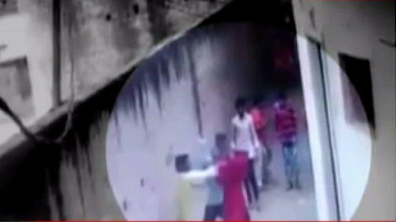 गोरखपुर: छेड़छाड़ का विरोध करने पर गुंडो...