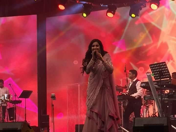 @shreyaghoshal  rocked #Dubai at #GlobalVillage on 10th Nov 2017...!!!  <br>http://pic.twitter.com/D6Zrcb4FNa