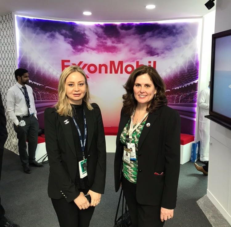 .@AmChamAbuDhabi Executive Director @TheresaFWeber visits @exxonmobil @ADIPECOfficial. #ExxonMobil is a pioneer in the #oilandgas industry and one of the largest #USCompanies in the World! #ADIPEC2017 #USoil #UAE  https:// buff.ly/2iiwwgJ  &nbsp;  <br>http://pic.twitter.com/grjMRkLSHu