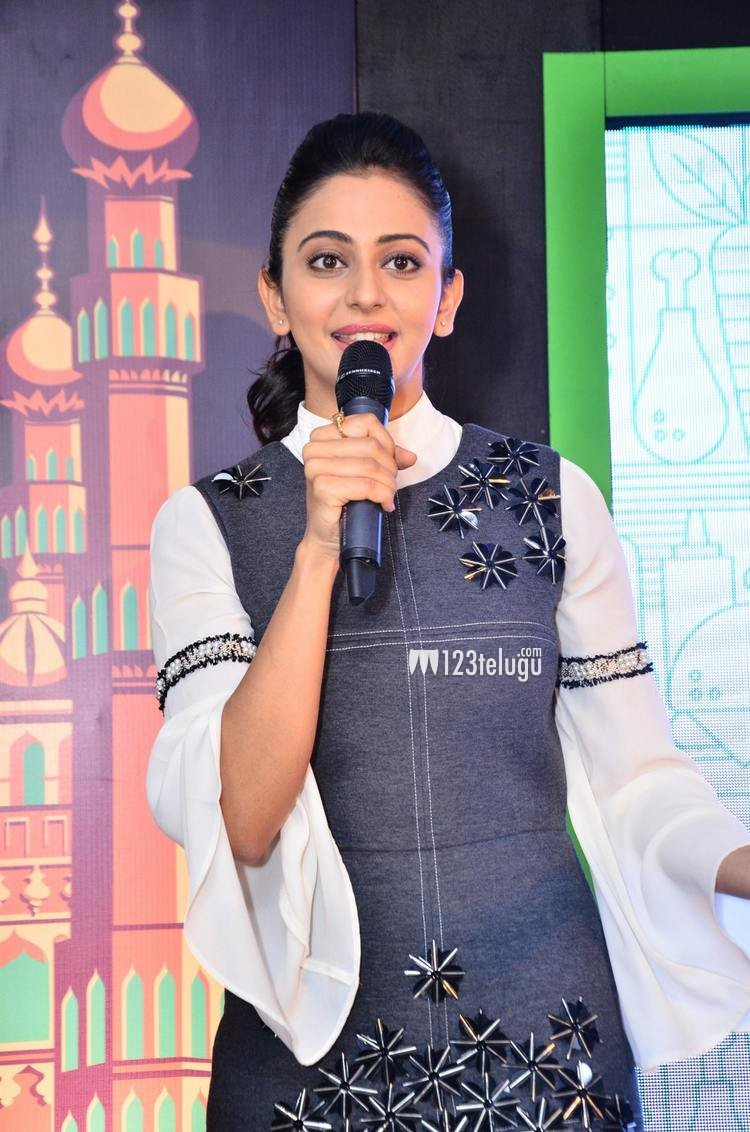 Photos: @Rakulpreet launches Uber Eat event  https://t.co/YmRfBZ6XZw  #RakulPreetSingh #UberEATS https://t.co/bTEl2y8ldt