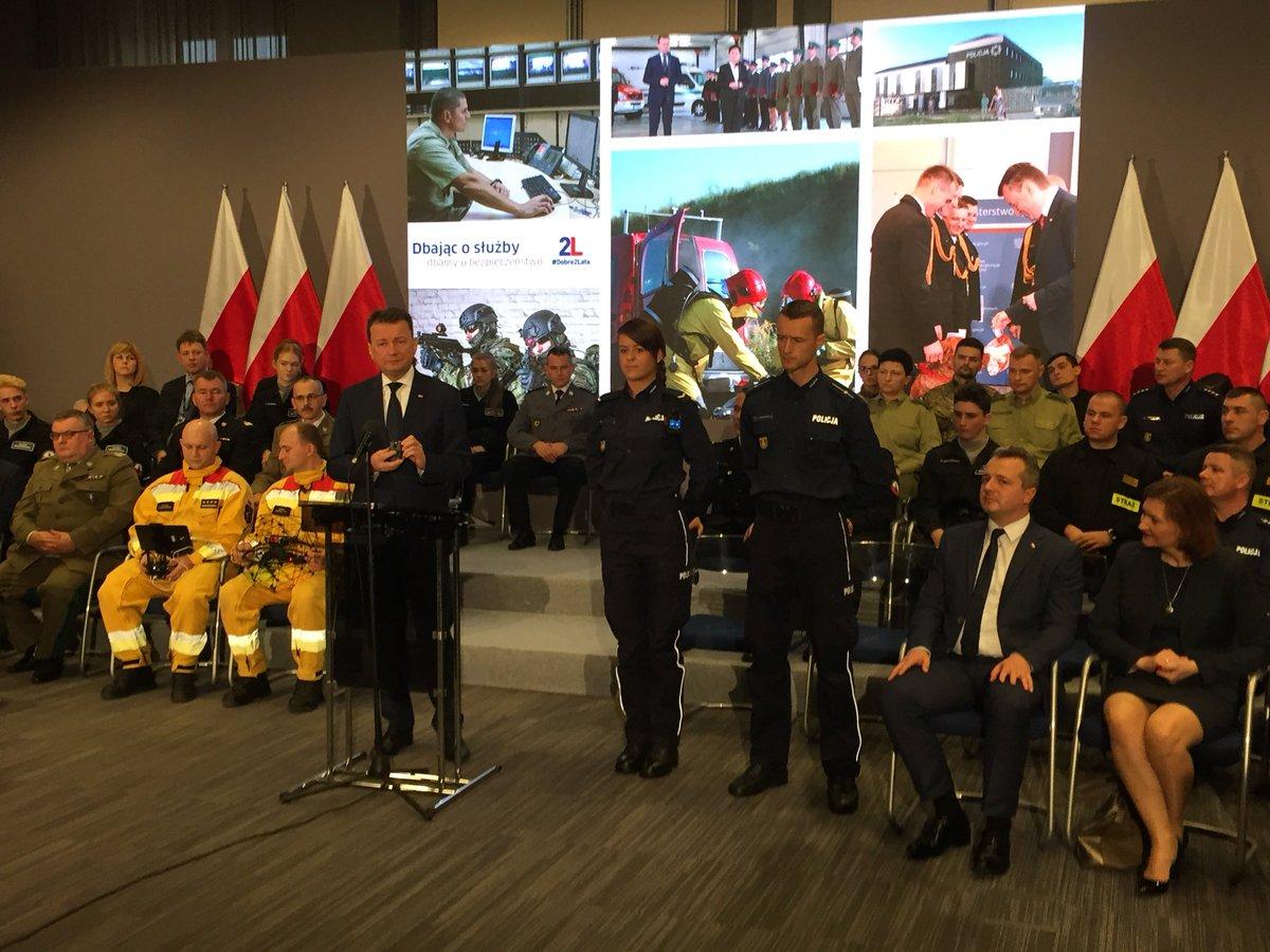 RT @MSWiA_GOV_PL: Min. @mblaszczak:  W ramach modernizacji wyposażymy policjantów w kamery #Dobre2Lata https://t.co/8IYBmj2pD2