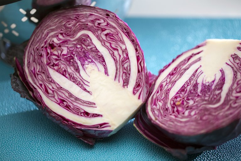 Ask Well: Red cabbage vs blueberries. Which one is better for you? via @nytimeswell #wellfiewednesday https://t.co/Npw6qn6b1e https://t.co/jR3rCqDCS0