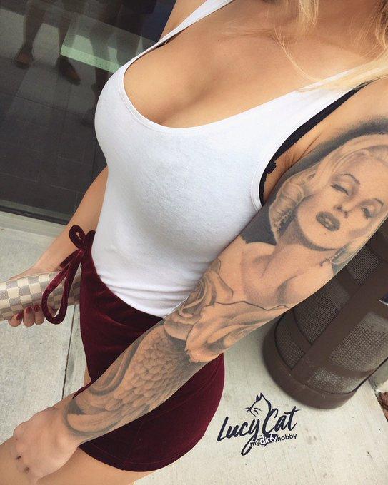 Wohin hast du zuerst geschaut? 👉🏻Titten oder Tattoo? :D 👉🏻Schreib es in die Kommentare! https://t.co
