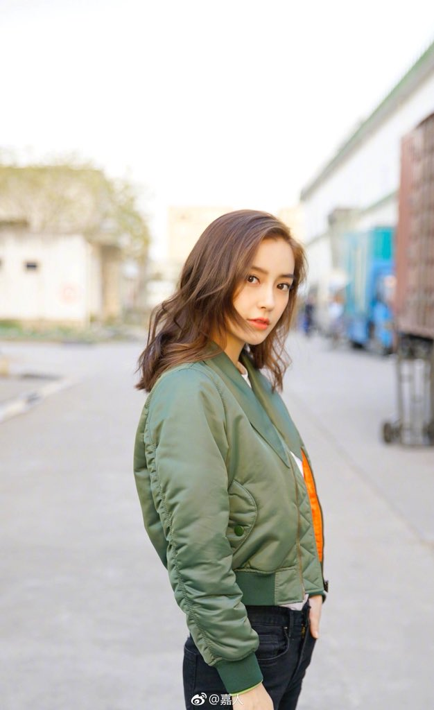 RT @SMilkdrama: #Angelababy for UGGS (so ugly 😭) really love her jacket though! https://t.co/iHctR9J9YR
