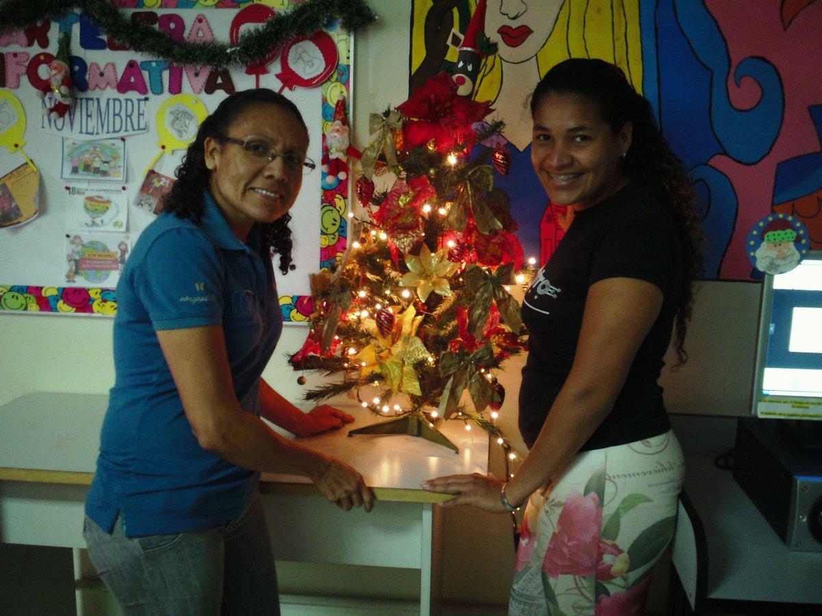 #15Nov Coloaccion de arbolito de navidad...