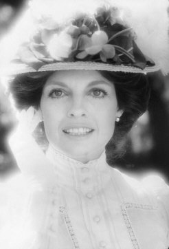 Lindsay Wagner Auf Twitter Dyk Lindsay S Aunt Is Actor Model Linda Gray Dallas They Worked Together In 1979 On The Movie The Two Worlds Of Jennie Logan Https T Co Qnxd4ynymw