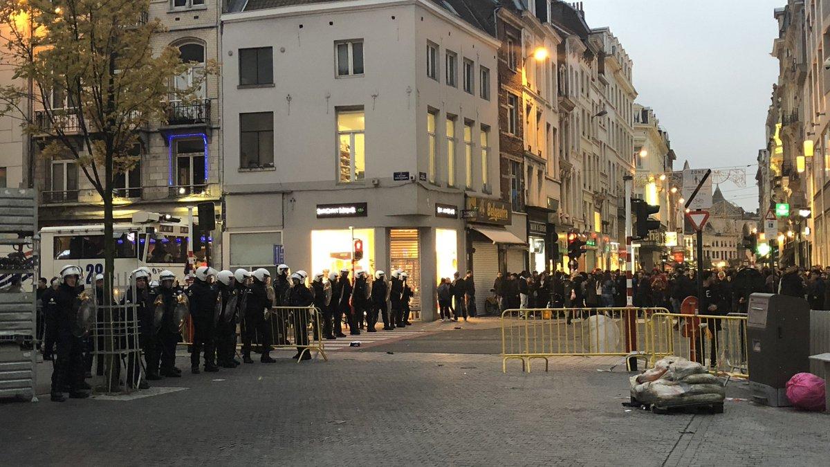 Nouvelles échauffourées dans le centre de #Bruxelles .Le point sur la situation à 18h15 #Monnaie #PlacedelaMonnaie #emeutes https://t.co/MLdscjniJH