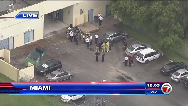 #DEVELOPING: 4 fall ill during hazmat situation inside Miami elementary school  http:// wsvn.com/news/local/4-f all-ill-during-hazmat-situation-inside-miami-elementary-school/ &nbsp; … <br>http://pic.twitter.com/jOHLscVYwa