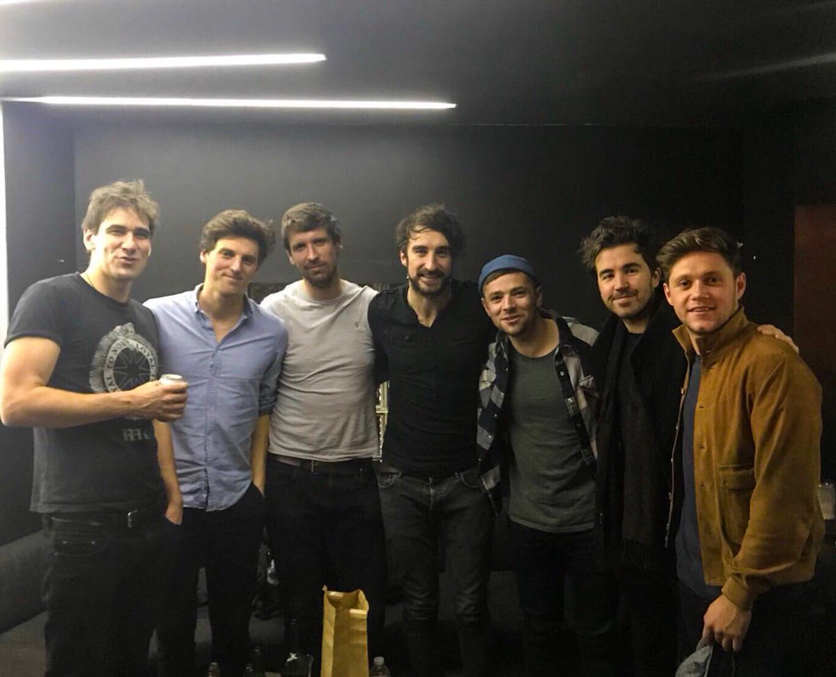Great to have the legend that is @NiallOfficial pop down to see our show in Chicago last night!! Enjoy the rest of your tour buddy.. #thecoronas #trustthewire #tour #america #chicago #niallhoran<br>http://pic.twitter.com/hwIvrUtaZN
