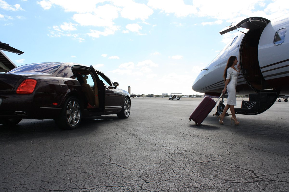 #Blog: What Is the Difference Between a #Learjet 60 and a #Hawker 800XP? &gt;  http:// monarchairgroup.com/difference-lea rjet-60-hawker-800xp/ &nbsp; …  #WednesdayWisdom #BizAv #Aviation #PrivateJet #Travel<br>http://pic.twitter.com/Bvj586avgR