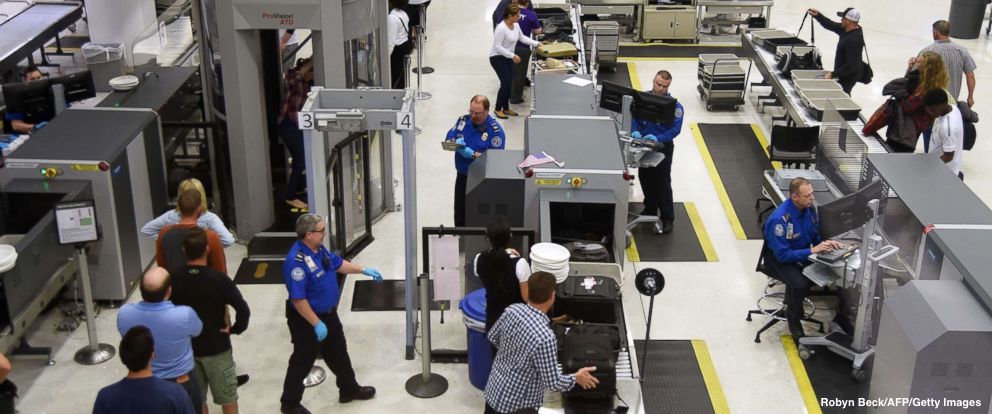 Southwest Airlines pilot arrested after TSA discovers a 9mm pistol in his bag. https://t.co/PjrBnFsDYK https://t.co/qyiV9vaFur