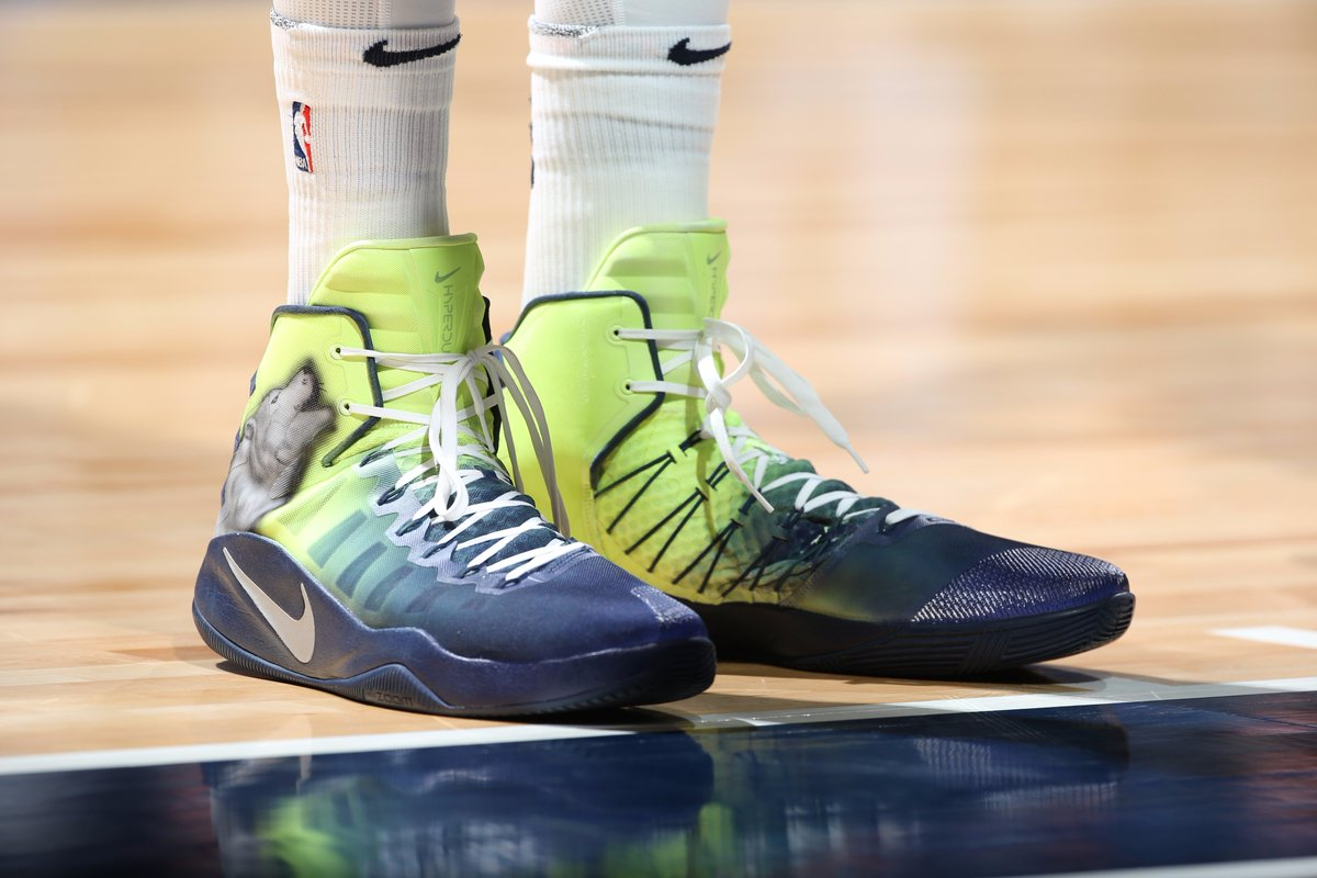 c9520b130a43 ... Men Karl-Anthony Towns in a custom Nike Hyperdunk 2016 by Kickstradomis  vs.