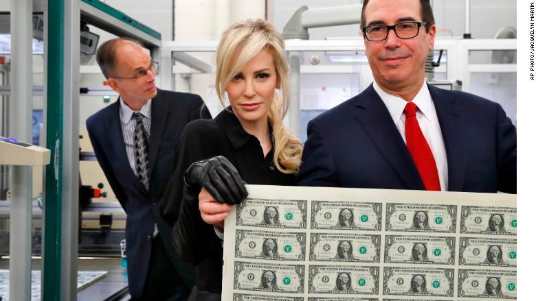 Steven #Mnuchins wife #poses with a #sheet of money  http:// cnnmon.ie/2AJwa9K  &nbsp;  <br>http://pic.twitter.com/yMxhLRlh2U