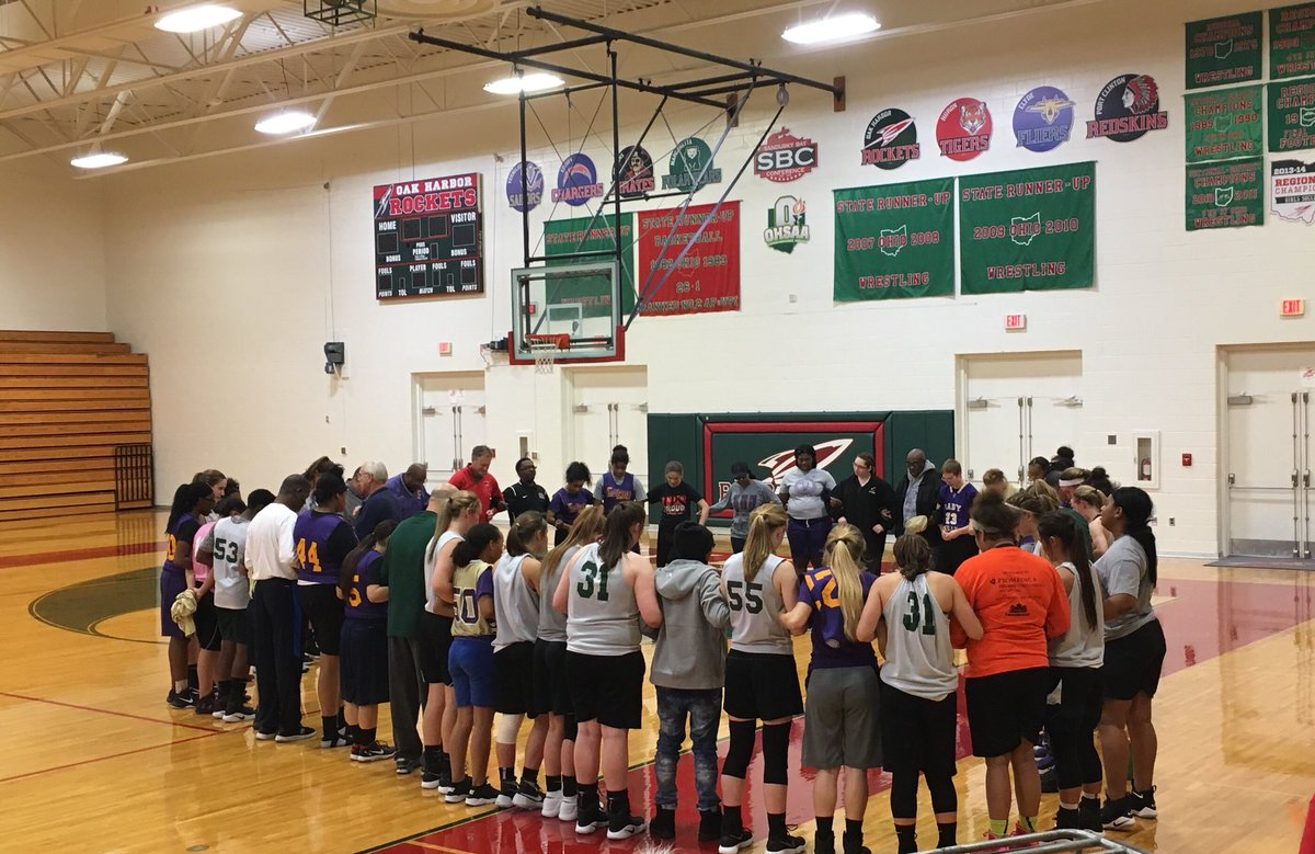 Great moment with prayer led by #Waite High School girls basketball teams after our scrimmage last night  #EverythingMatters @OHLadyRocketsBB<br>http://pic.twitter.com/UFBNiTROjG