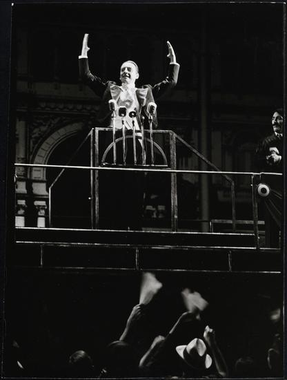 Happy birthday to Bob Gunton, here in EVITA, c. 1979. Pic by Martha Swope via