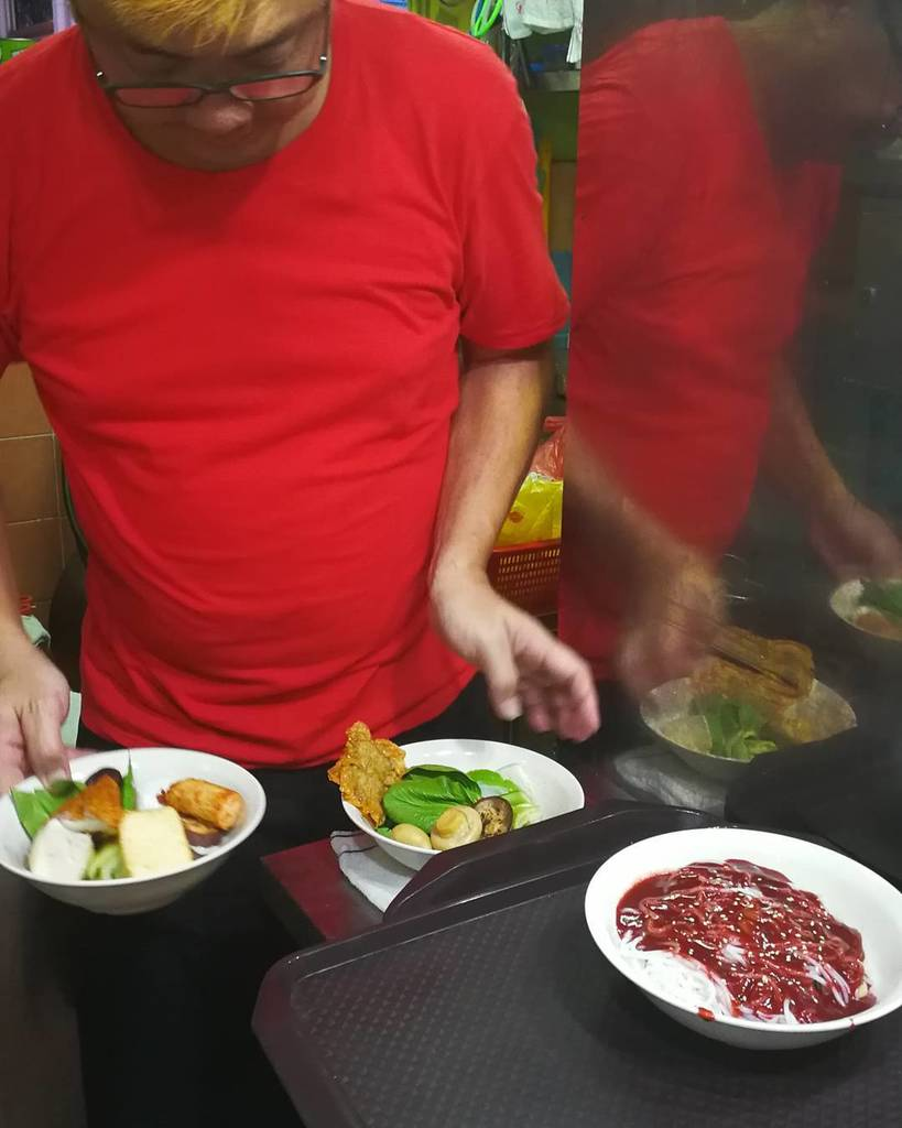 We love #hawker #streetfood in #singapore.  It&#39;s even better when the stallholder takes time to explain what it is…  http:// ift.tt/2yKlp6w  &nbsp;  <br>http://pic.twitter.com/PBvqfSG7eg