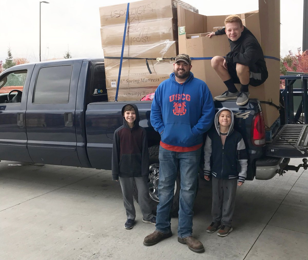 Looking for ways to give back as a family? SHP has many opportunities for entire families to help! See how to get involved:  https://hubs.ly/H099Xk50