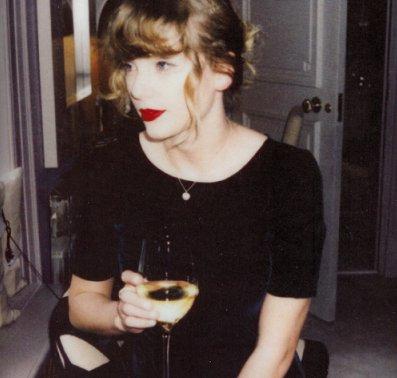 Taylor Swift Fan On Twitter Taylor Swift Drinking Wine Is My Aesthetic