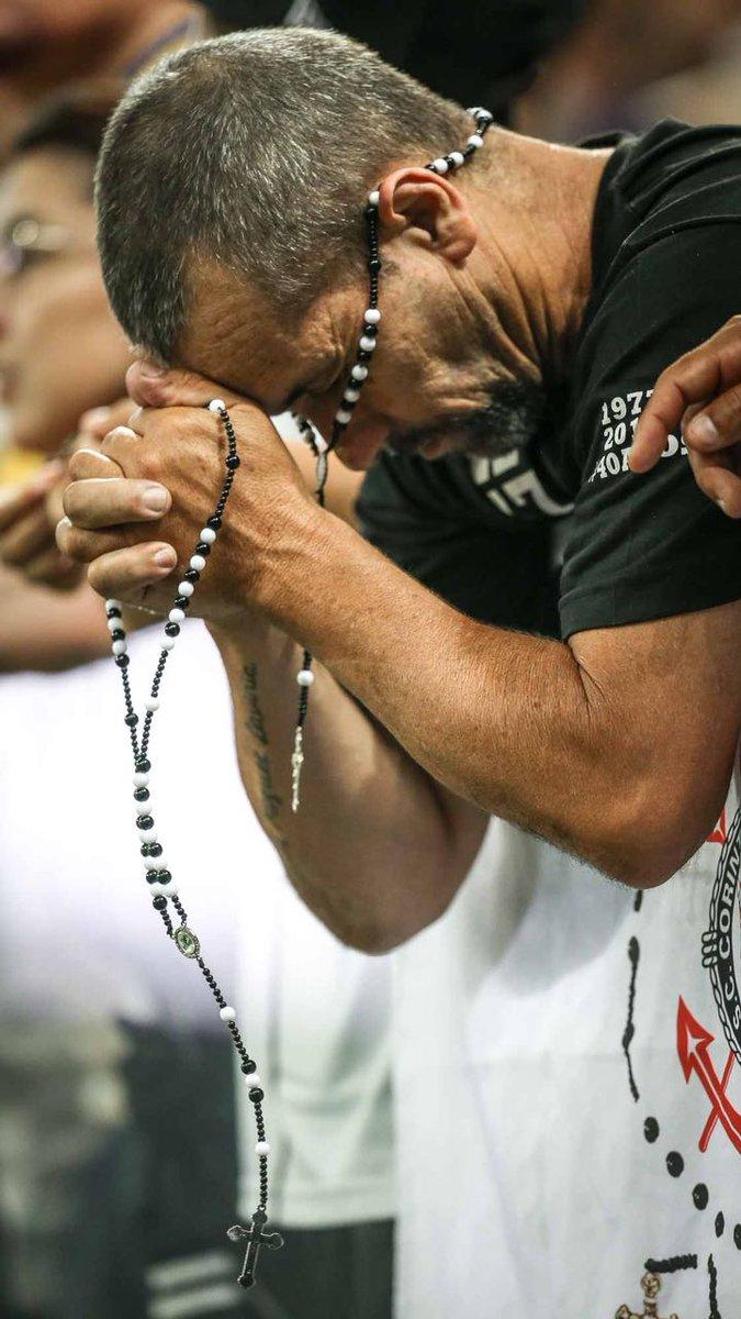 Aquela fé da virada.  📷 Ricardo Nogueira
