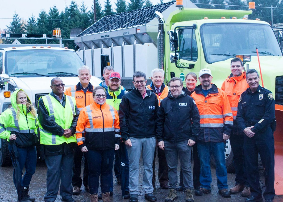 News Release: Transportation agencies are ready for winter weather, urge public to be prepared. First responders urge public to not abandon vehicles in travel, transit lanes  https:// content.govdelivery.com/accounts/ORPOR TLAND/bulletins/1c51660 &nbsp; …  #PDXTraffic #pdxtst #pdxsnow #gethomesafe<br>http://pic.twitter.com/94vdGFPiD7