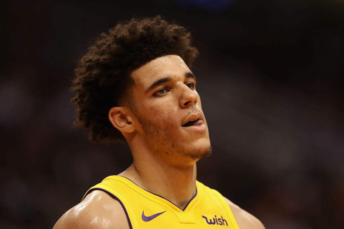@realDonaldTrump can you please call scorers table @Lakers and add 20 points &amp; 10 reb for @ZO2_  #whoyouknow <br>http://pic.twitter.com/hCffsFizng