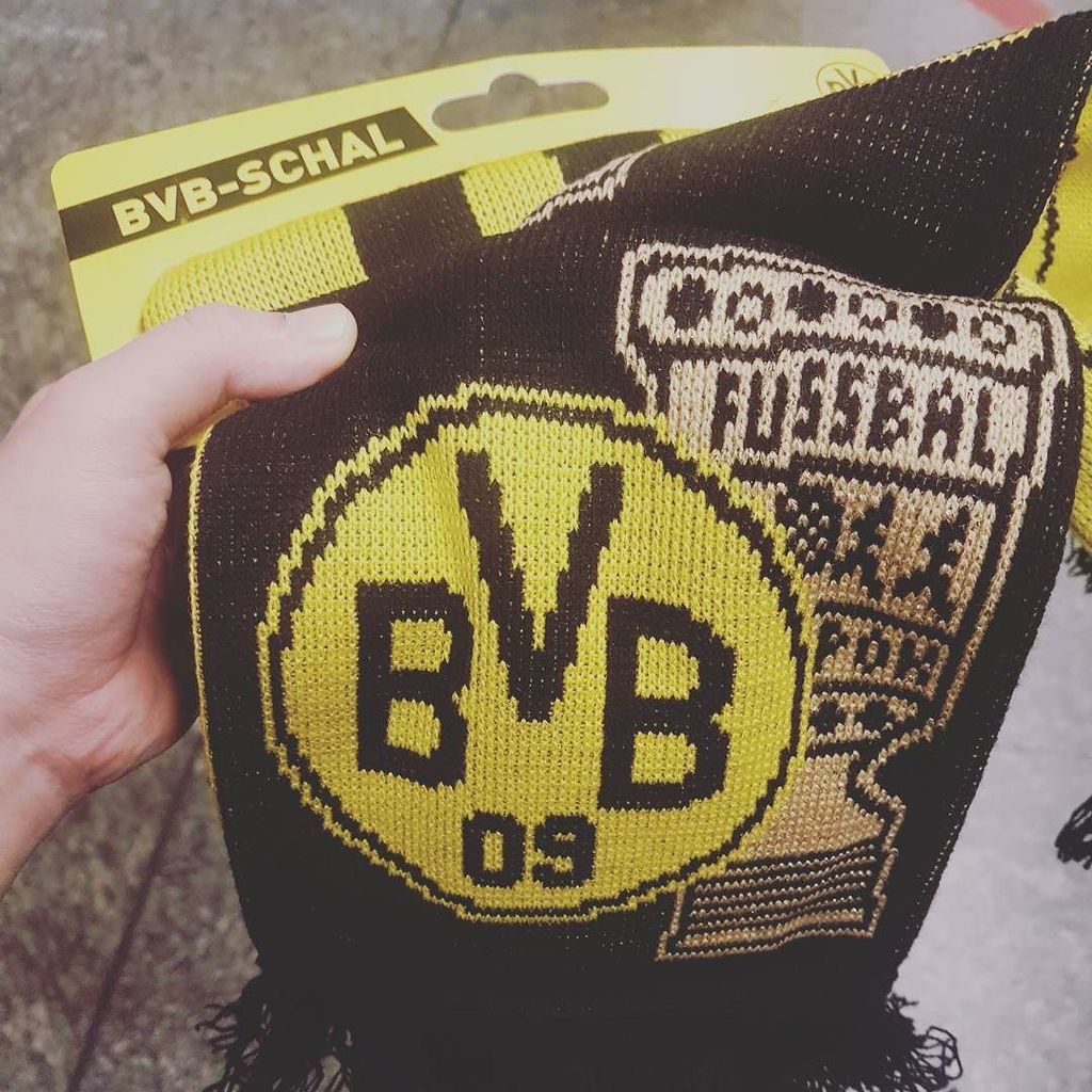 I heard that there&#39;s only 2000 pieces in the world #bvb09  http:// ift.tt/2APCihr  &nbsp;  <br>http://pic.twitter.com/Op0fcMz8iW