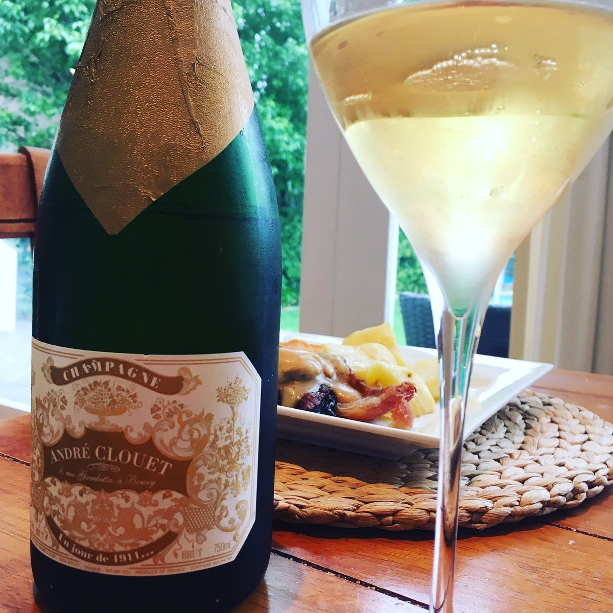 Pairing my bottle of Andre Clouet 1911 with a rather easy but delicious dinner of roast pork. Quite simply, one of the best multi-vintage prestige #champagnes you will find. <br>http://pic.twitter.com/2QcF8z7qaK