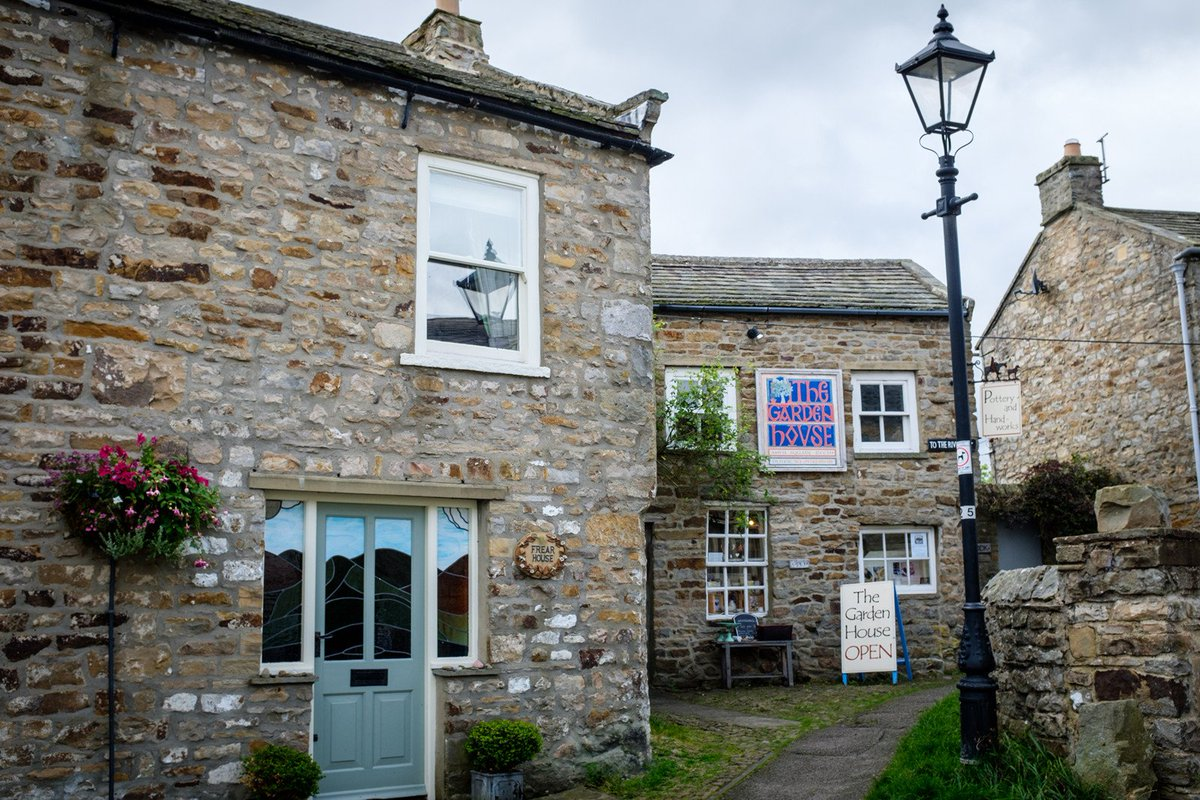 We love this brilliant gem of a shop in Reeth (don&#39;t forget to ask for the Damson cheese..mmmmm)  Last chance to shop on Friday,Saturday and Sunday&#39;s at #TheGardenHouseReeth #Swaledale - you will have to wait until Easter if you don&#39;t make it this month! <br>http://pic.twitter.com/4PqRvoJSBN