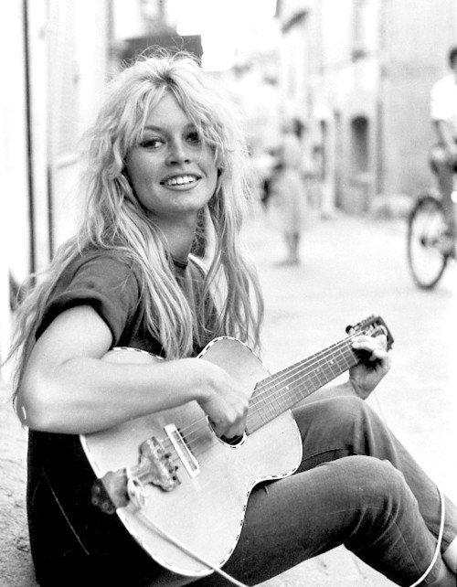 Brigitte bardot & guitar in san tropez (1958) - scoopnest.com
