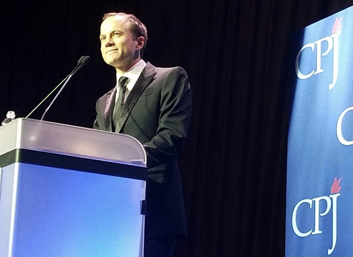 """Courageous reporting honored #CPJ @davidgrayrhodes @BillWhitakerCBS #MerylStreep @Joelcpj @pressfreedom ~ Rhodes: &quot;""""We are honoring journalists who have risked their lives, we are moved by their passion.&quot;<br>http://pic.twitter.com/RpWo8QerR2"""