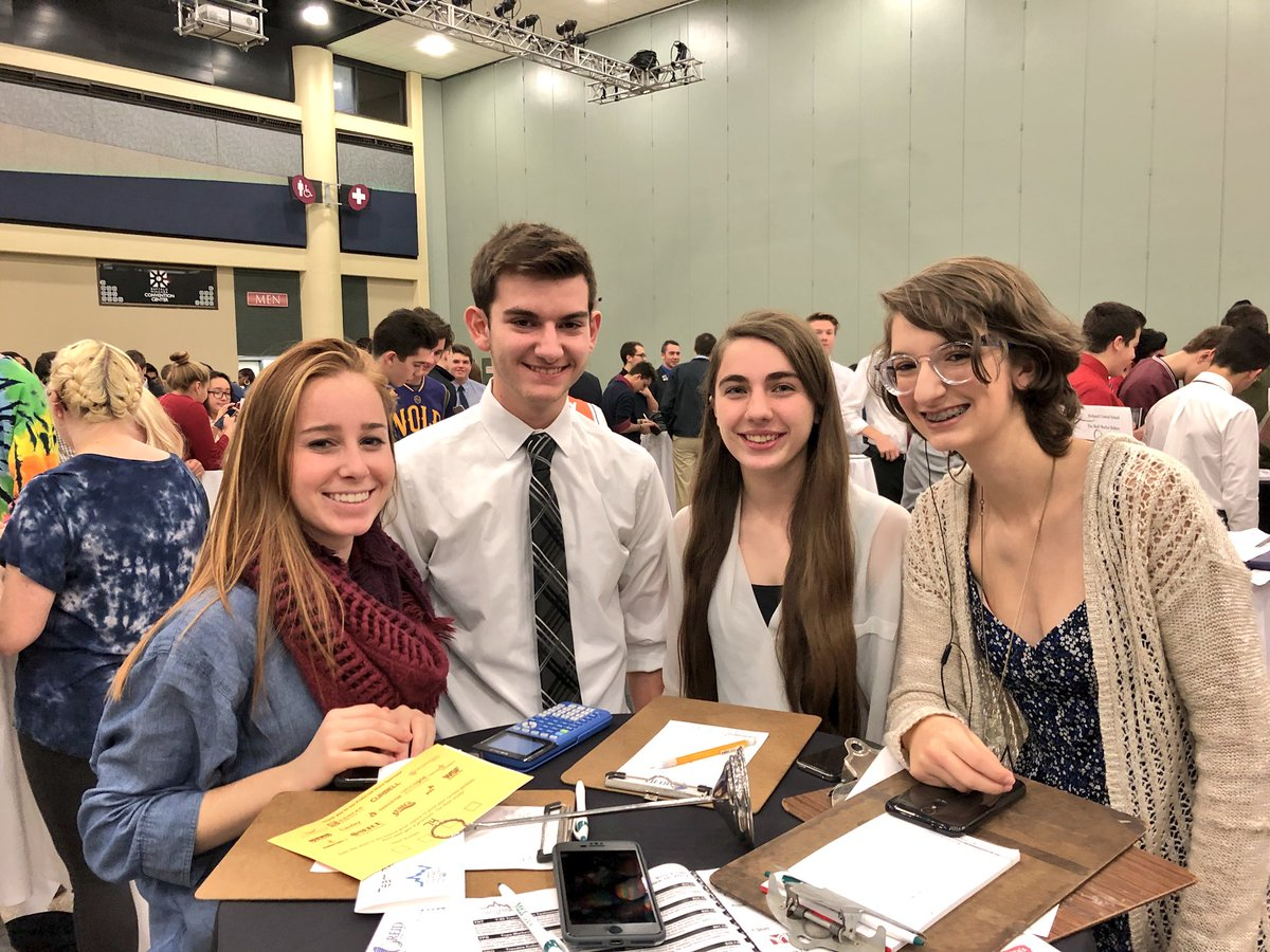 We have 4 teams amongst the 495 students from 31 school districts representing 6 counties in WNY @ the Buffalo Convention Center for today's @JAofWNY's Stock Market Challenge! Good luck to our Knights! #JAStockMarketChallenge #LR <br>http://pic.twitter.com/Wyqmqr8xf3