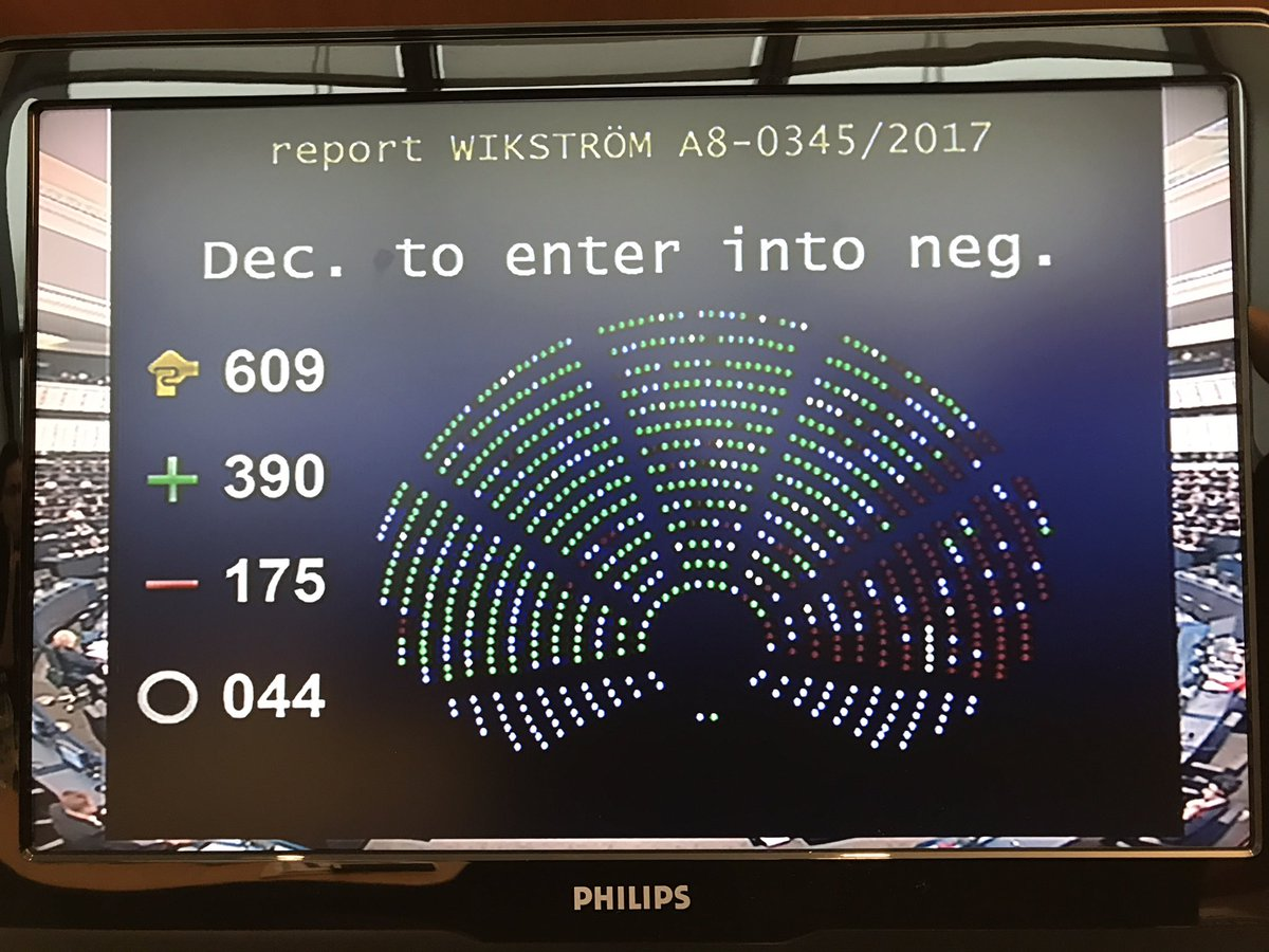Congratulations @CeciliaWikstrom &amp; @ellyesse for great work on #dublinreform so far! Libe mandate strongly supported by Plenary. #migration <br>http://pic.twitter.com/Bj1VvdWci5