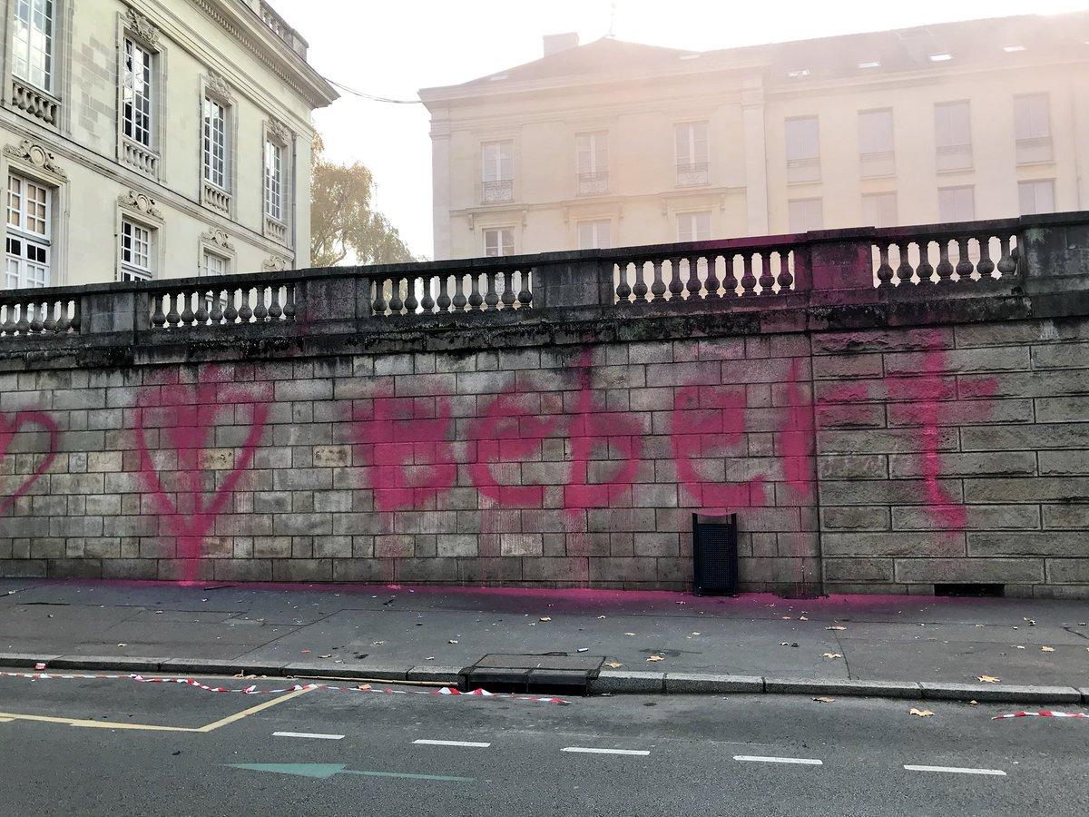 CITATION - «Le gouv. devrait se méfier de la radicalisation sociale qui monte. La violence engendre la violence. (...) C'est pas une menace, c'est un avertissement. Paupérisation, libéralisme et corruption, c'est ça la France en 2017» un manifestant de 24 ans. #Nantes pic.twitter.com/rkoHliVuRR