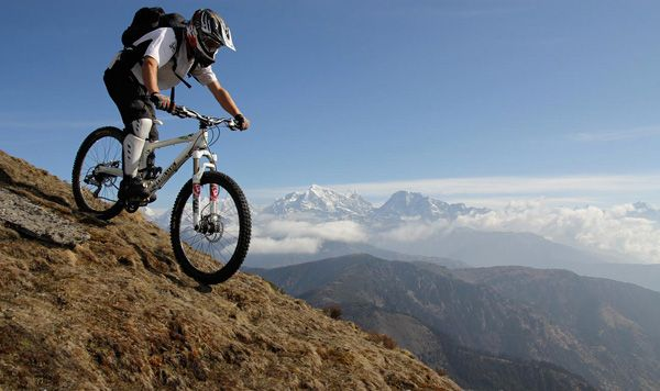 Want to to mountain bike the roof of the world? Check out our guide to mountain biking in Nepal:  https:// buff.ly/2zKRr3D  &nbsp;   #MTB #MountainBike #Mountainbiking #Nepal #Himalayas<br>http://pic.twitter.com/0pOFKygKsC