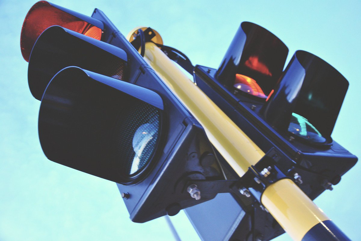 #mondaymemories Did you know that on this day in 1923 Garrett Morgan&#39;s 3 way traffic light was patented, helping ease traffic flow and prevent accidents. #autonews #engineering #inventions <br>http://pic.twitter.com/GGLGmaYMkB